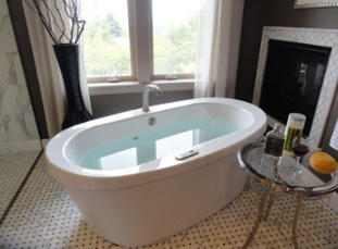 freestanding bathtubs are one of 2015's bathroom remodeling trends